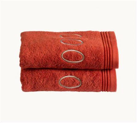 Juego de toallas muy suaves y absorbentes de terracota. Buena calidad a un precio bajo. Con un color muy elegante